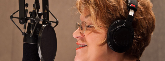 Photo of Lynne Rosetto kasper in studio