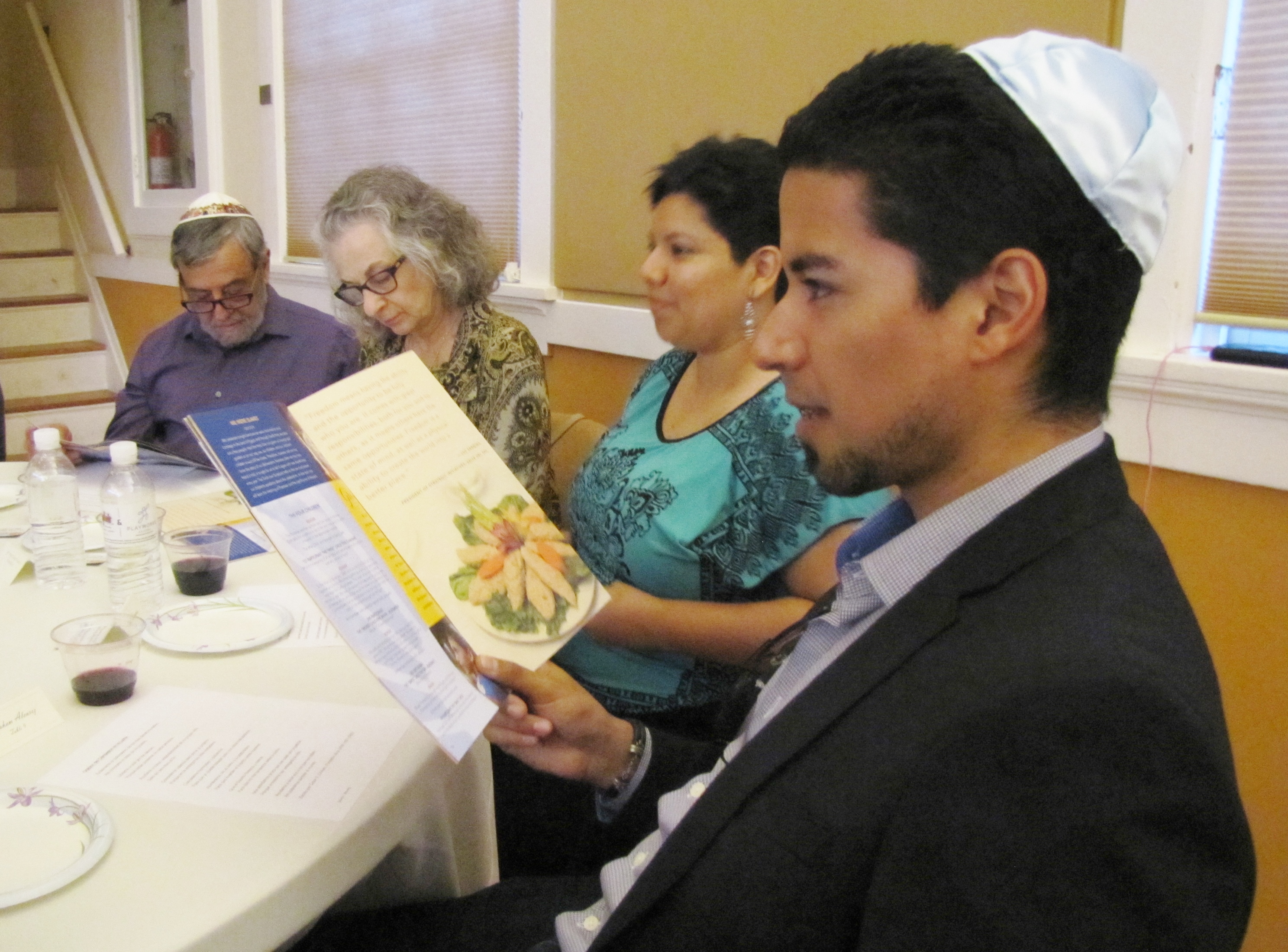 Tradition Brings Together Jews and Latinos For Passover | KJZZ