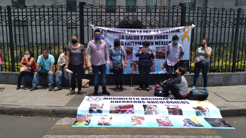 Group protests outside Mexico's Secretary of Public Health's Office