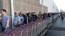 Phoenix-Area Shoppers Brave Crowds, Long Lines