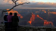 COVID-19 fears close Grand Canyon National Park after weeks of pressure