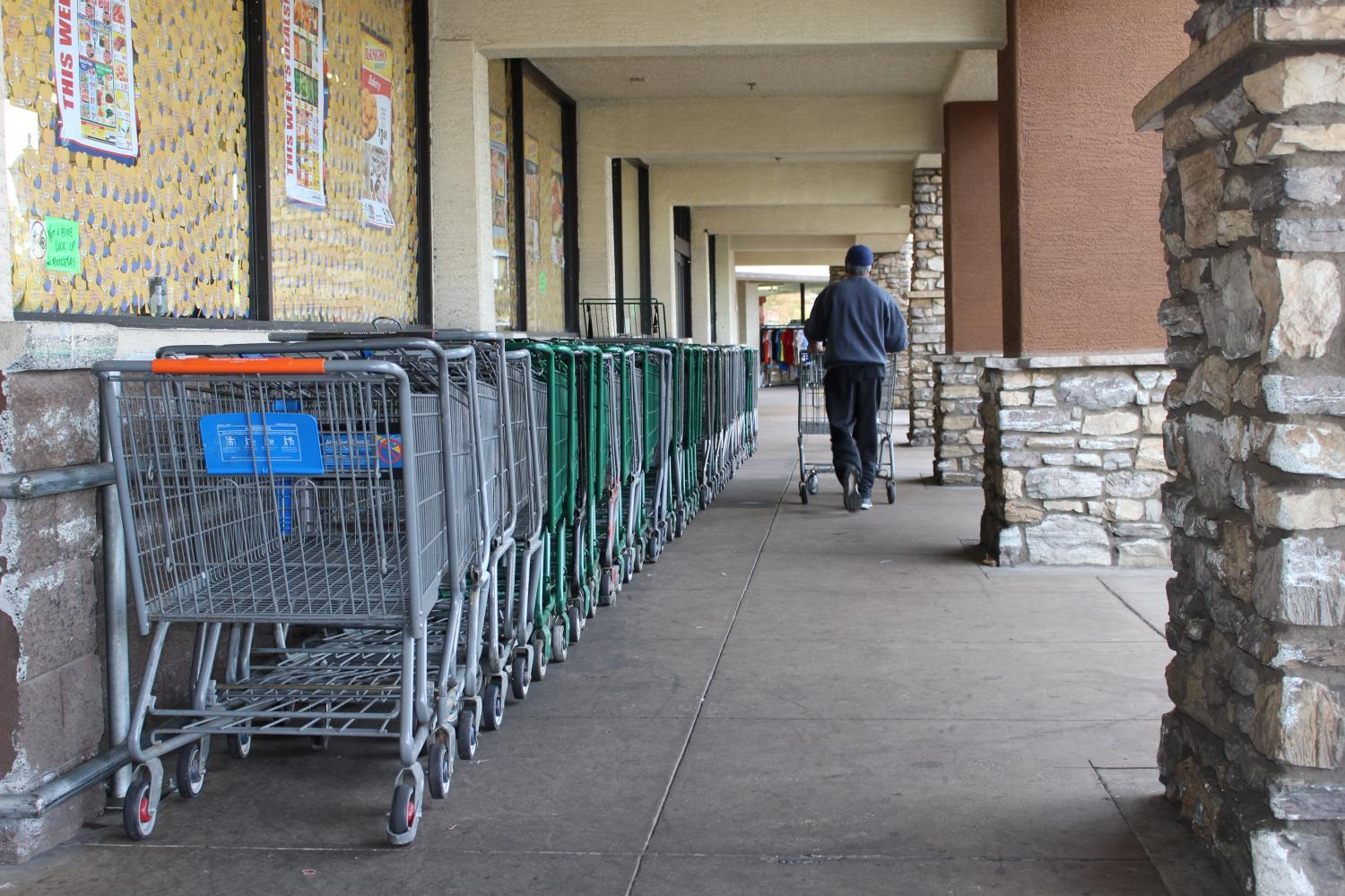 The supermarket El Rancho loses about 30 shopping carts a week. They recover carts via Arizona Cart Services.