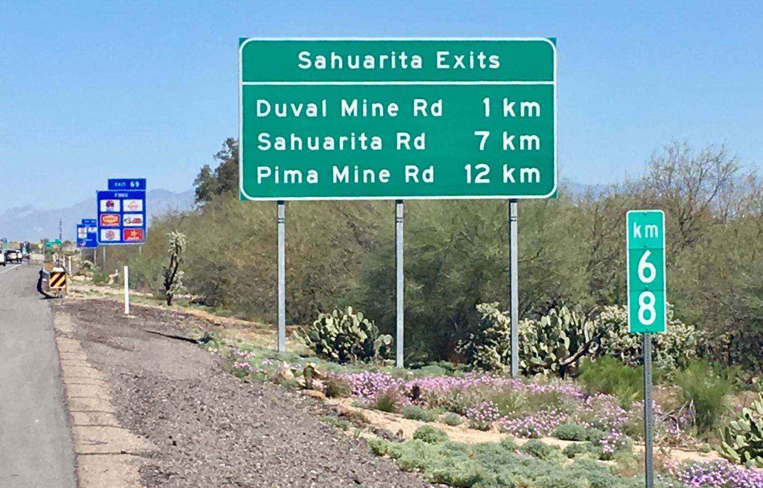 distance signs in kilometers
