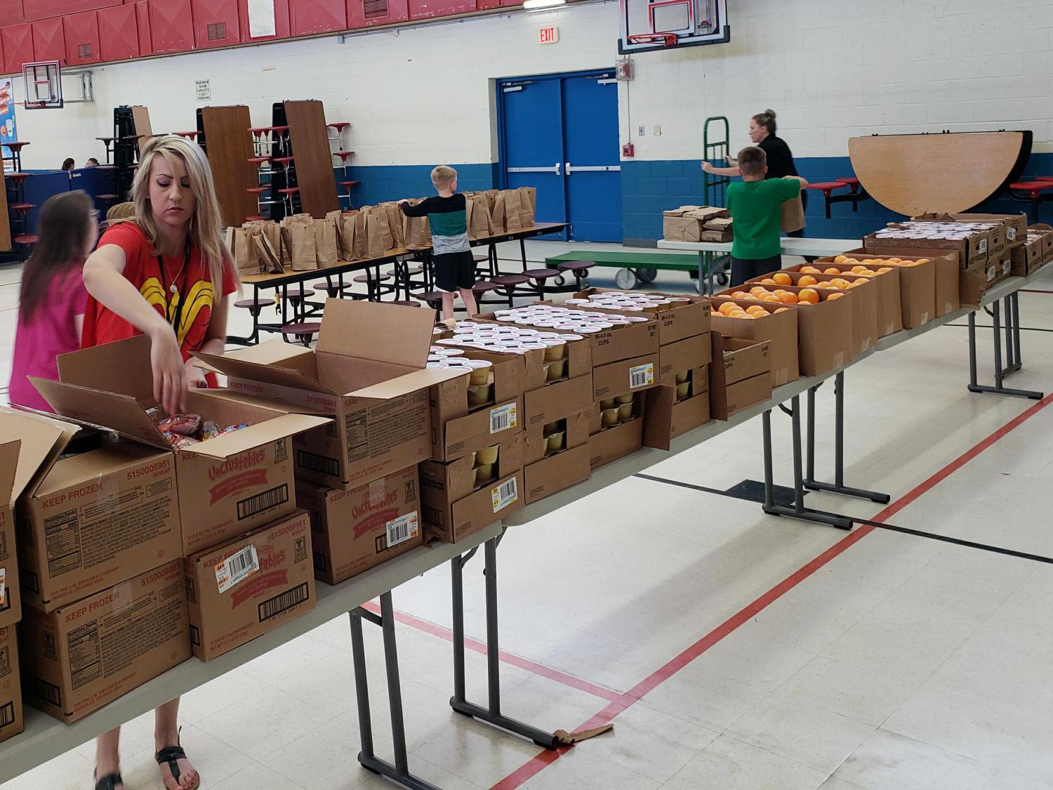 Copper Rim Elementary teachers pack lunches