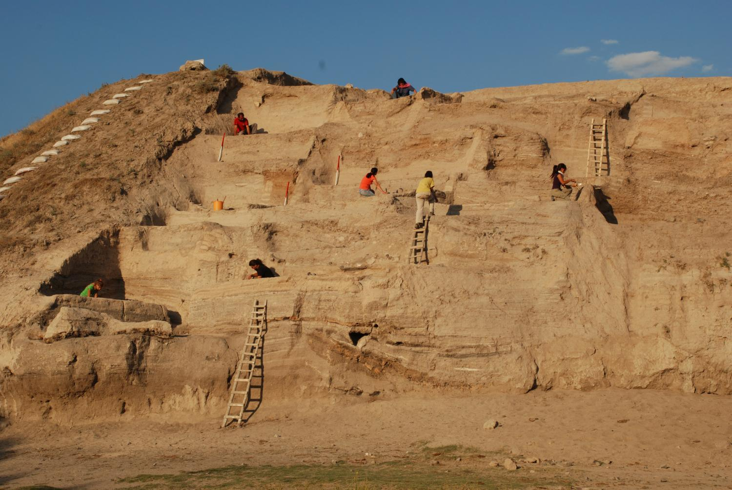 Excavations on western mound face