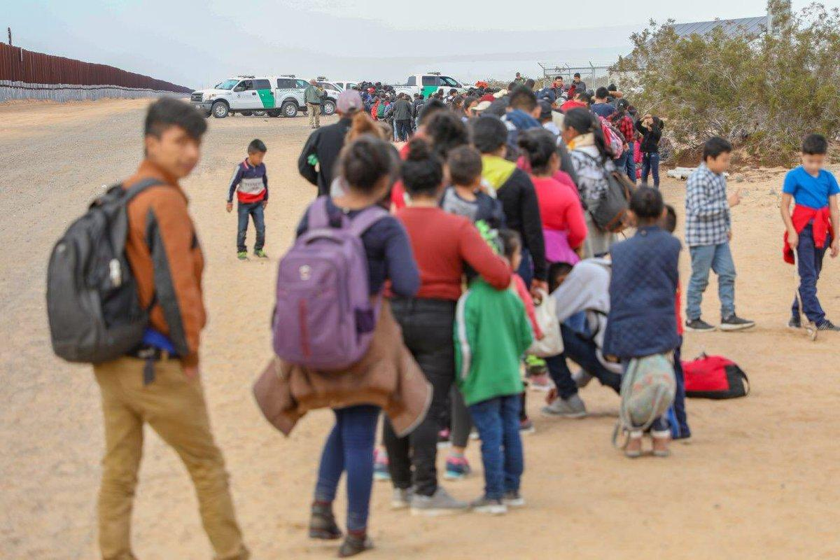 CBP detains 376 migrants