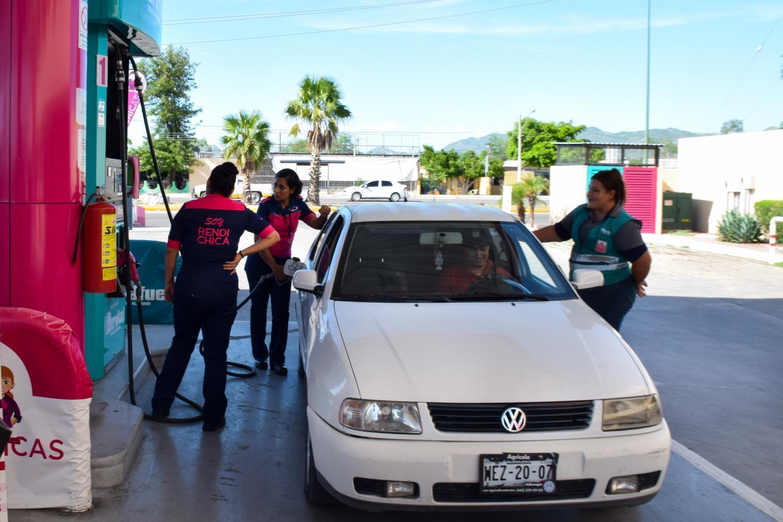 RendiChicas fuel attendants