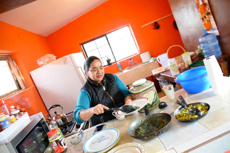 Serving breakfast at DouglaPrieta