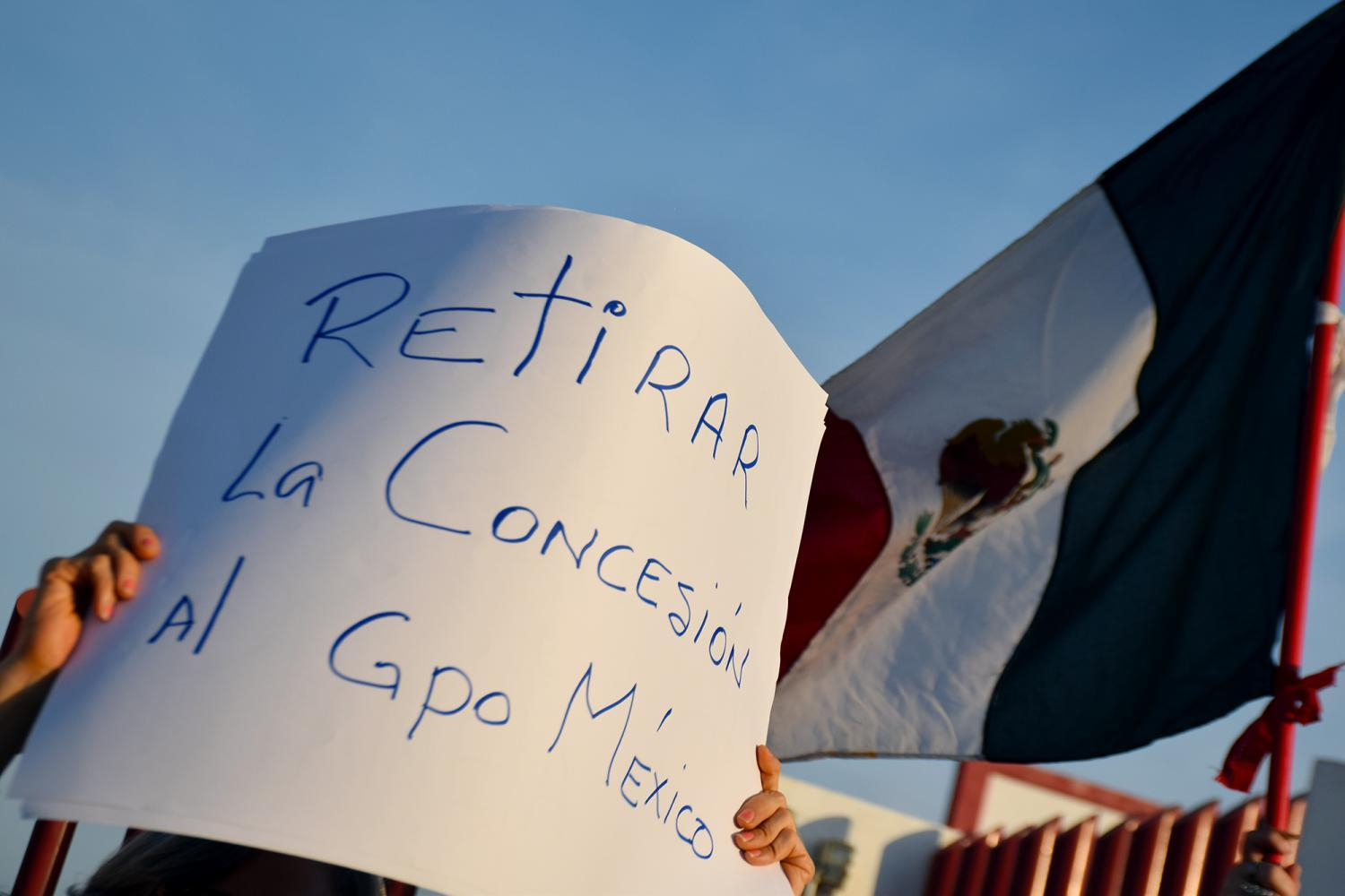 Protesters ask for Grupo México