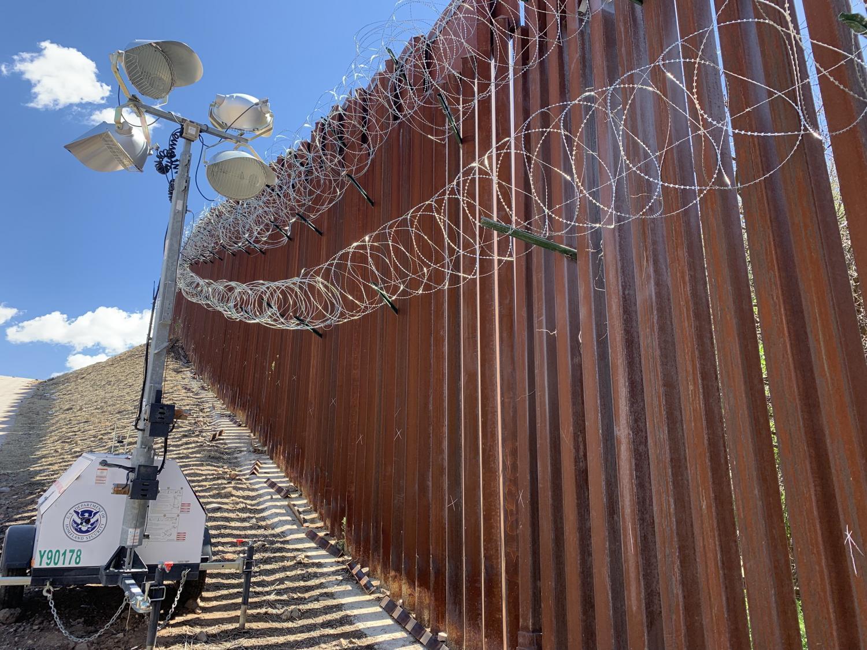 Border wall razor