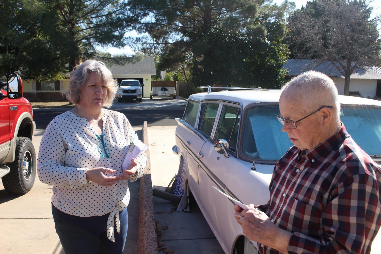 Kathy Mohr-Almeida and Mesa resident Darrell Knight.