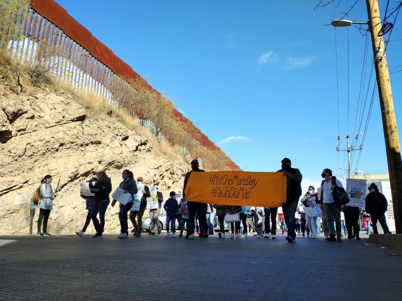 migrants march