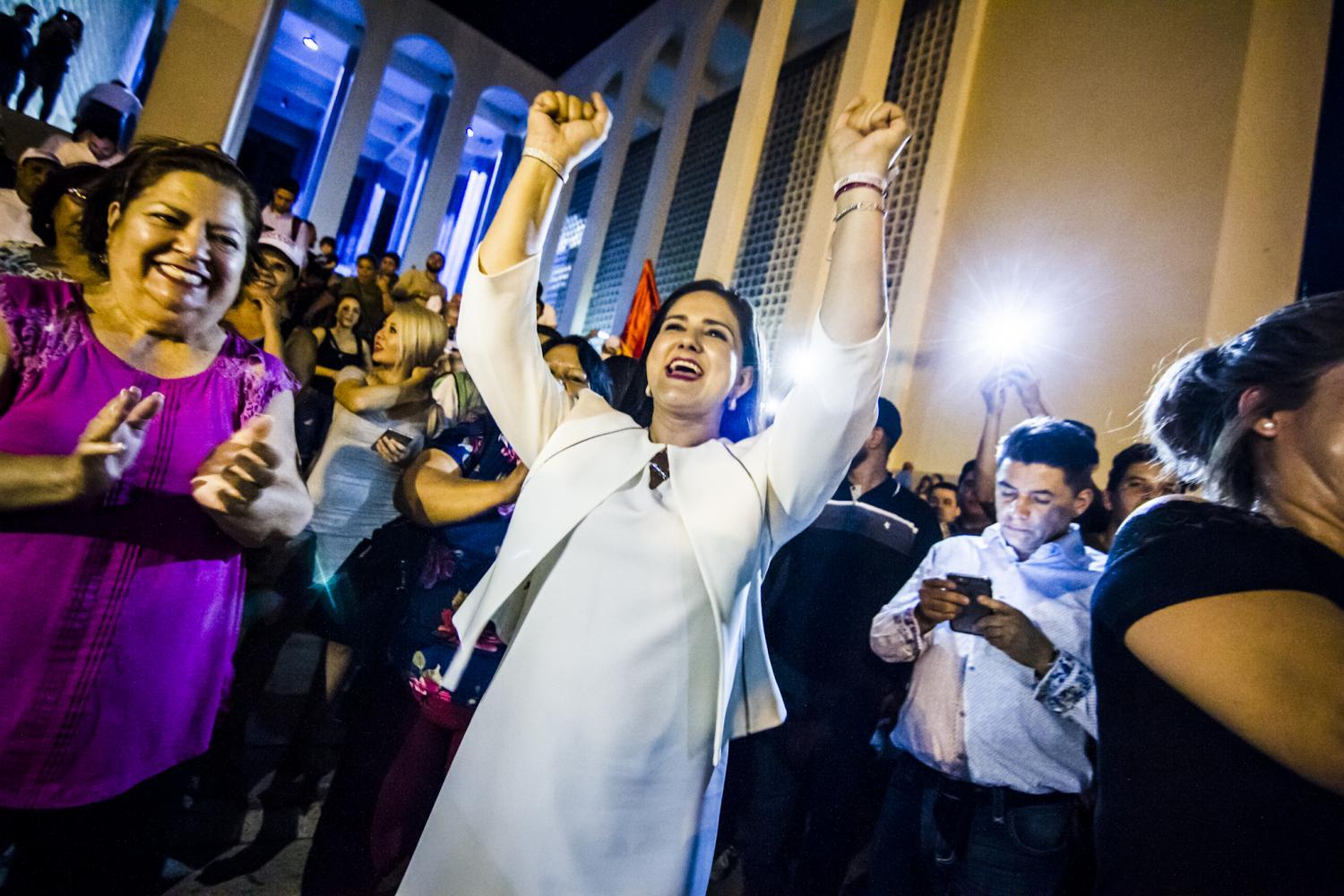 Célida López, Morena candidate for mayor of Hermosillo, celebrates her success on election night.