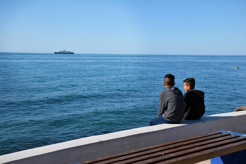 boys watch the ship