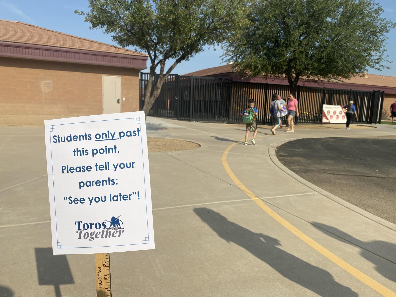 Sign tells parents to drop off students