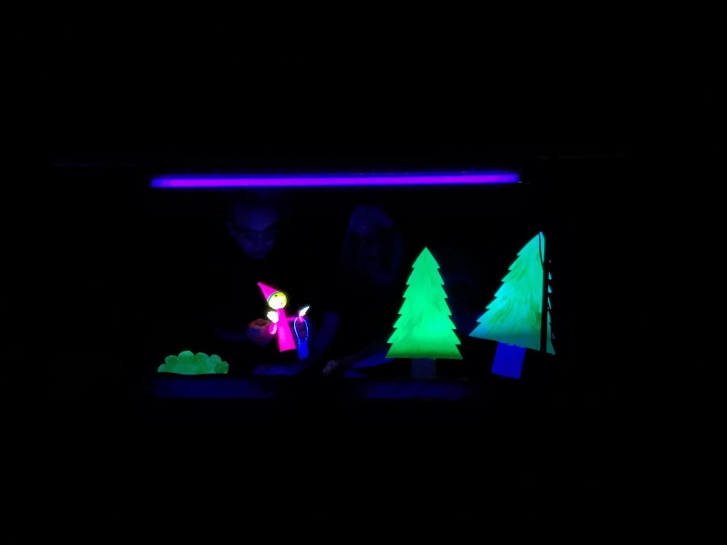 glow in the dark puppet scenery