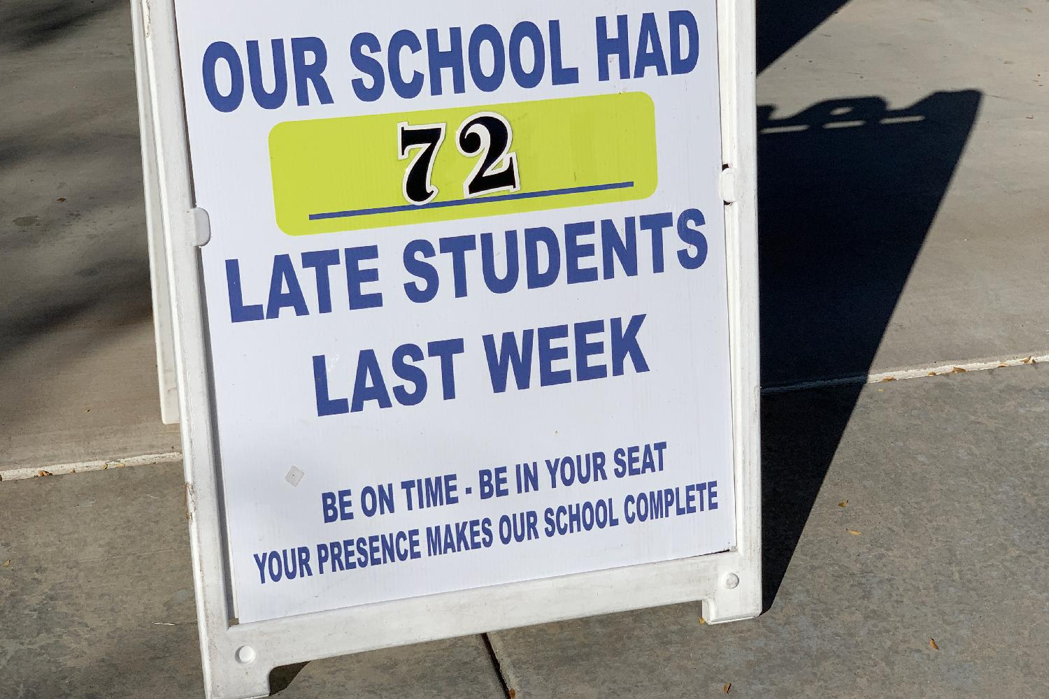 Late for school tardy students sign