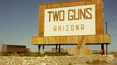 Two Guns sign